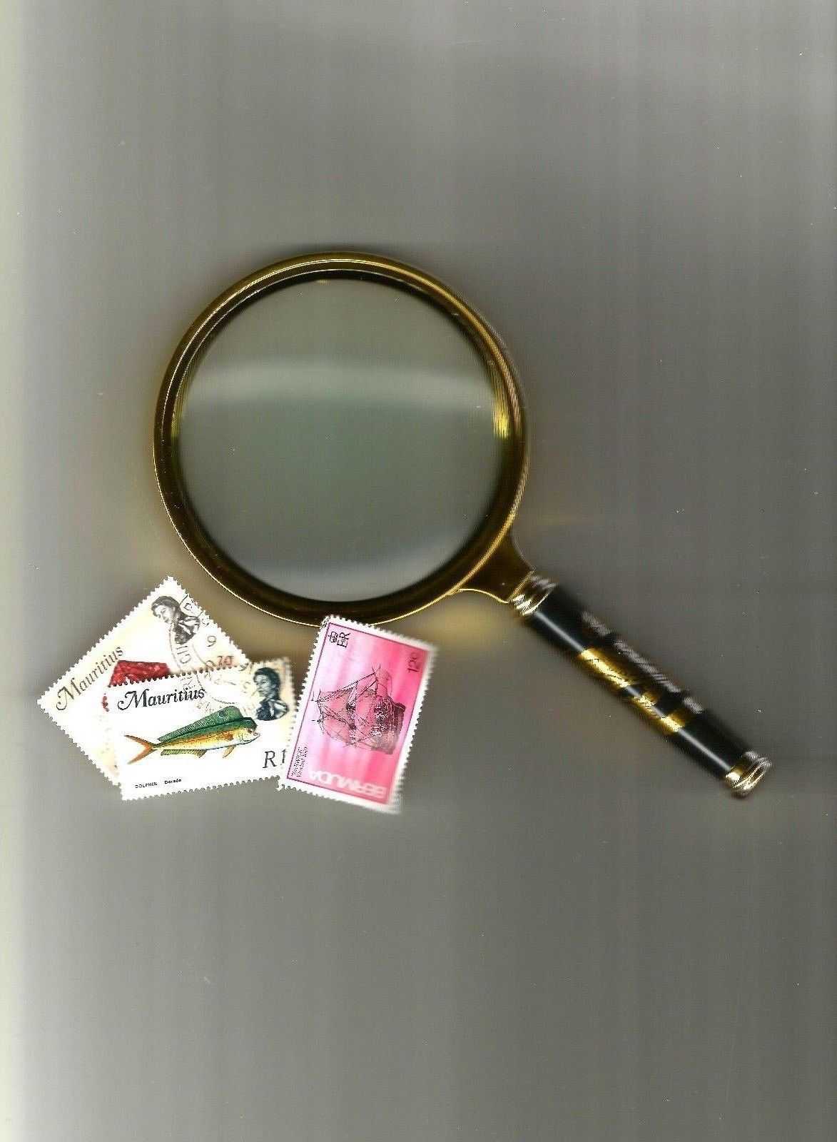 MAGNIFYING GLASS  90mm handheld magnifer... great for philatelic